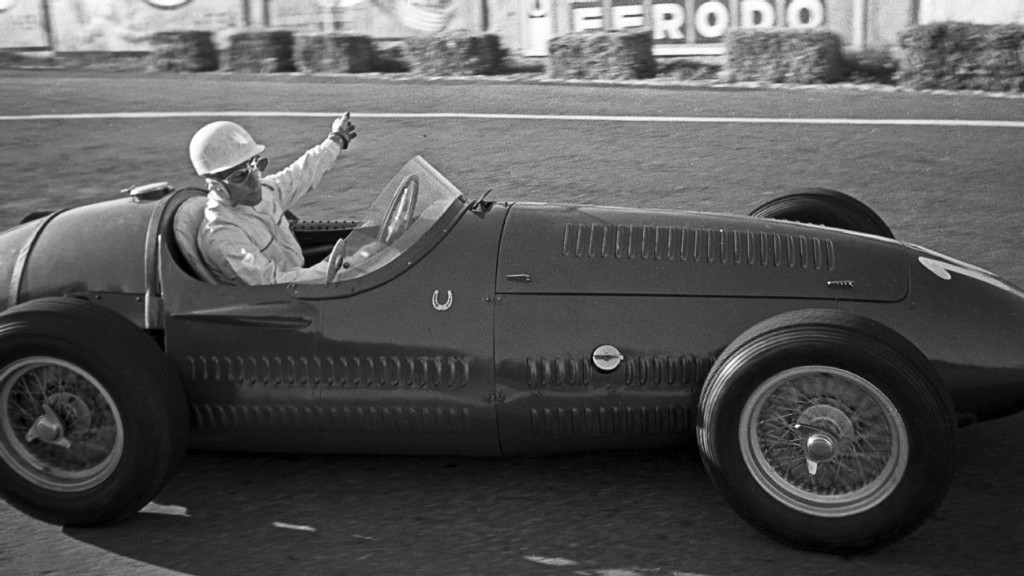 Mercedes pays tribute to Sir Stirling Moss with horseshoe emblem on cars