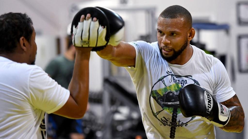 Santos positive for virus, nixing bout vs. Teixeira