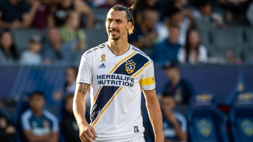 Napoli's 'desire' is to sign Ibrahimovic, decision rests with player - president