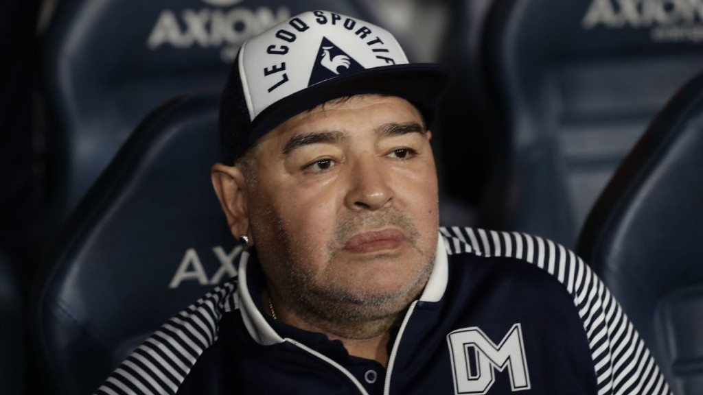 Coronavius: At risk Maradona told to avoid Gimnasia training for three weeks