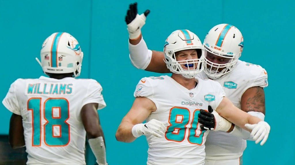 Source: Dolphins sign TE Shaheen to extension