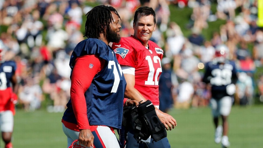 Best of Sunday at NFL training camps: More WR woes, a Pats arrival, OBJ's shoe giveaway