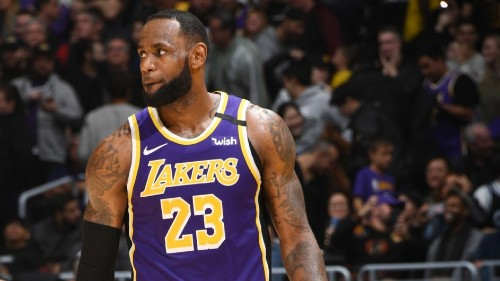 Lakers' LeBron James maintains lead in fans' vote for All-Stars
