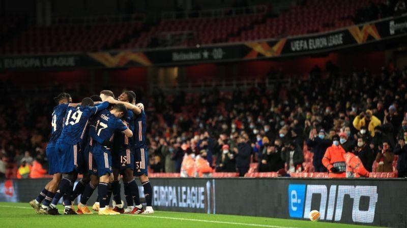 Fans return as Arsenal cruise in Europa League