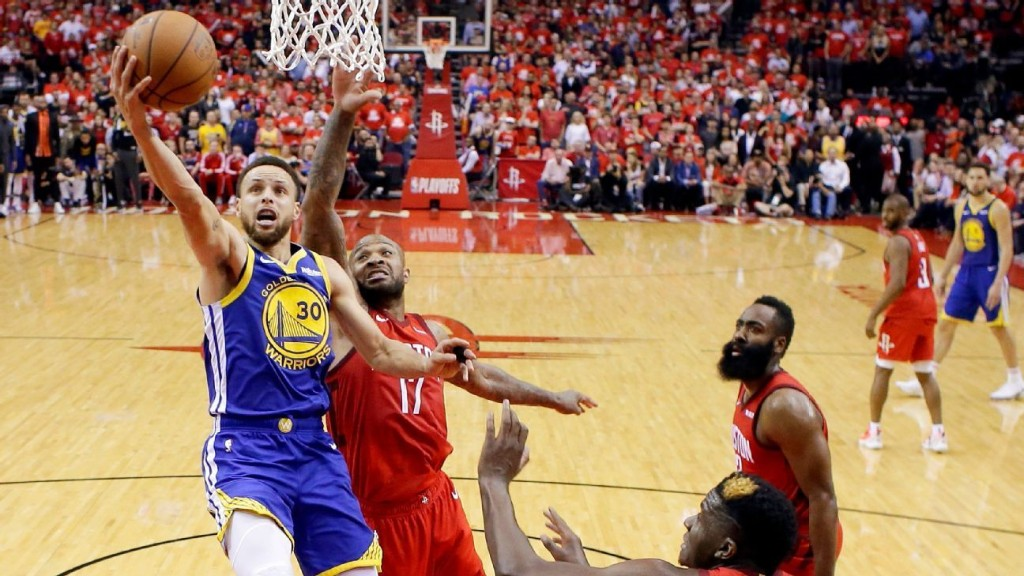 'Fearless' Curry lifts Warriors with 33 in 2nd half