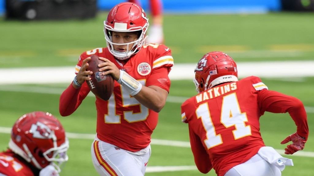 Patrick Mahomes, Tyreek Hill show off 'special connection' on 'spectacular throw'