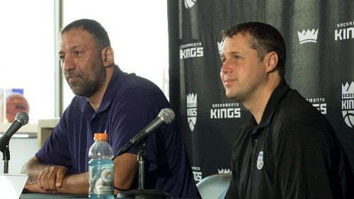 Kings' Divac fires Joerger after 39-win season