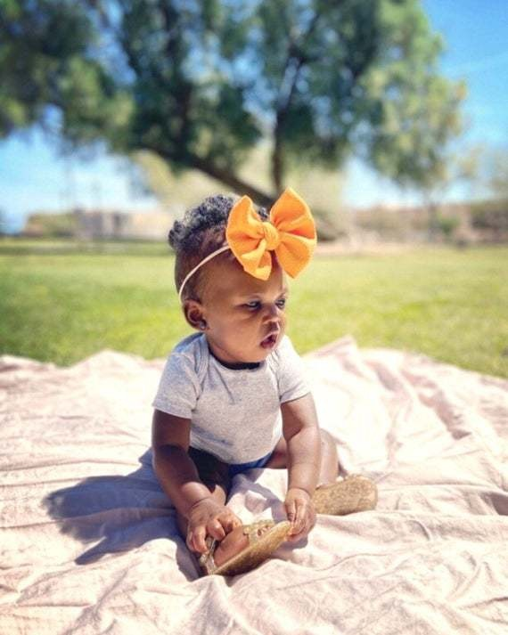 Adorable fabric bows for babies