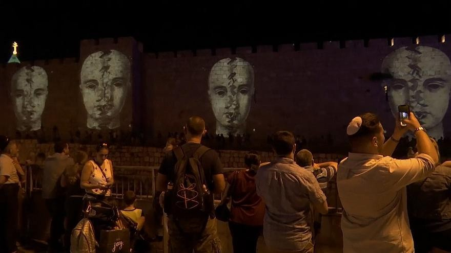 شاهد: شوارع القدس القديمة تحيي مهرجان الأضواء السنوي