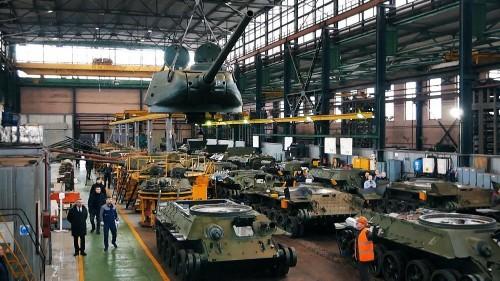 La Russie restaure les chars T-34 soviétiques récupérés au Laos