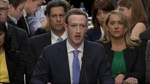 Facebook: Parlamento britannico chiede nuova legge contro notizie false e abuso di dati