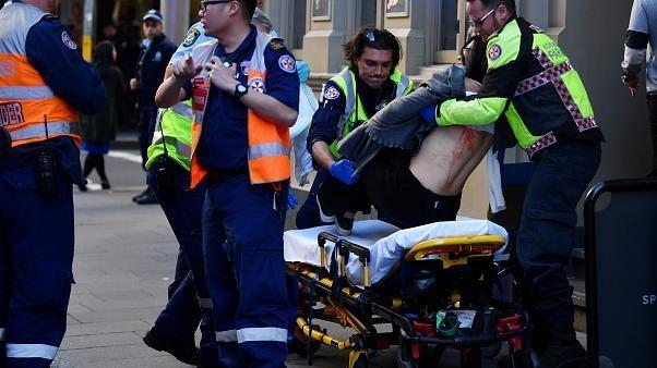 21-Jähriger sticht mit Metzgermesser um sich und tötet eine Frau