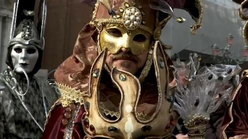 Coup d'envoi du carnaval de Venise et inquiétudes quant à la montée des eaux