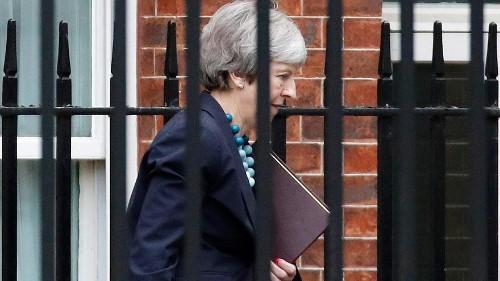 Theresa May adia votação do Brexit pelo parlamento britânico