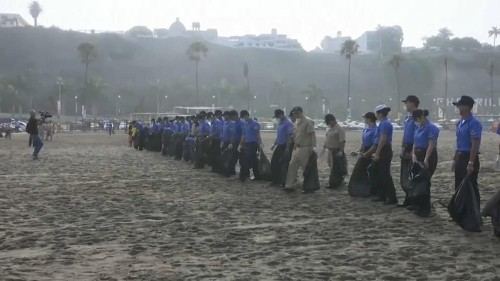 Beach clean up campaign from Peru's Pacific beaches to Lake Titicaca