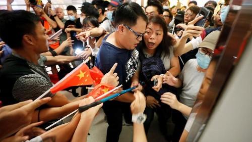 Wilde Prügelei in Einkaufszentrum in Hongkong