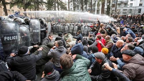 37 Festnahmen bei Protesten in Tiflis: Polizei setzt Wasserwerfer ein