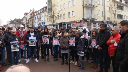 Gegen Rassismus: Menschenkette und Totenwache in Hanau