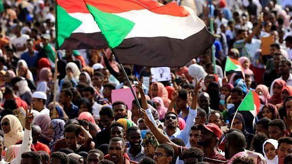 السودان إلى أين ... وما هي مخاطر الفترة الانتقالية؟