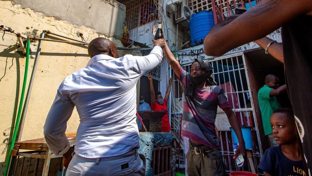 Angola retoma atividade entre o alto risco de contágio e a crise