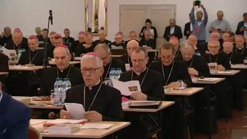 A lengyel alsóház megszavazta a pedofília büntethetőségének szigorítását