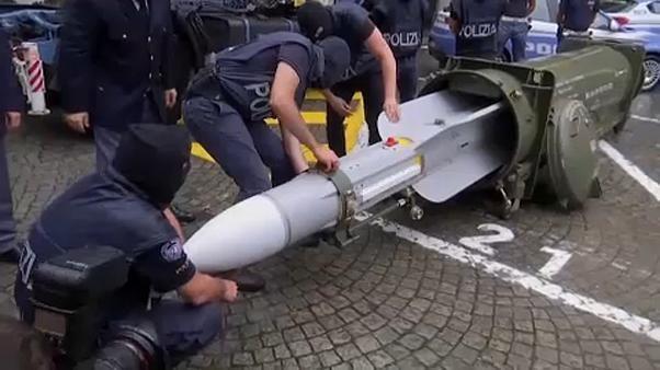 La #police italienne saisi un #arsenal de guerre chez #groupes d'extrême droite