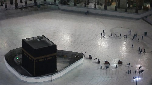 Images of empty space surrounding the Kaaba in Mecca's Grand Mosque