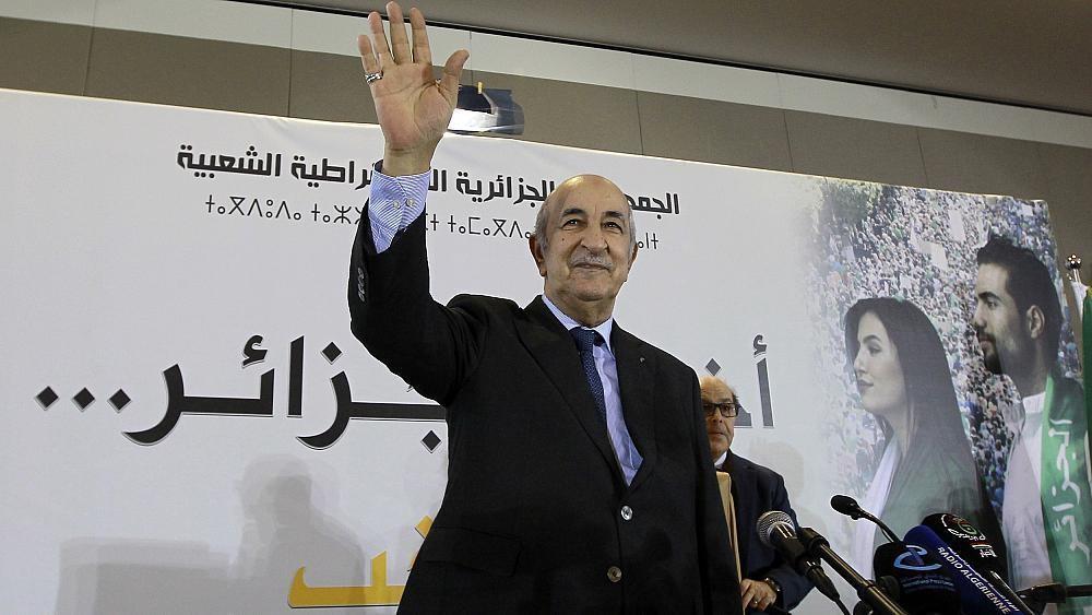 """الرئيس الجزائري يحذر من """"ثورة مضادة"""""""