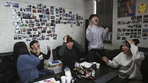 """Avec 4 Oscars, """"Parasite"""" et Bong Joon-ho font la fierté de la Corée du Sud"""
