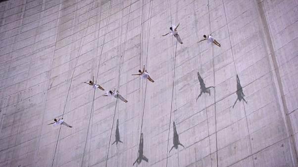 شاهد: عرضُ باليه في سويسرا على ارتفاع 2200 متر بمشاركة ثلاث نساء