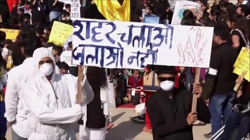 Children protest severe pollution in India after school closures