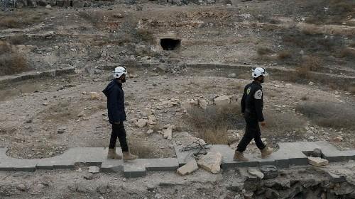 Syrie : des casques blancs et des combattants rebelles évacués