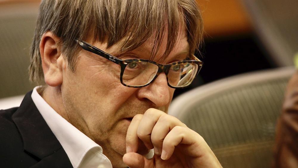 Verhofstadt: Keine Corona-Gelder an Ungarn und Polen