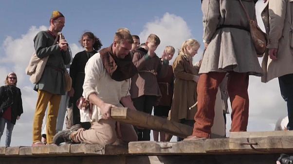Längste Wikingerbrücke der Welt: Handarbeit wie vor 1000 Jahren