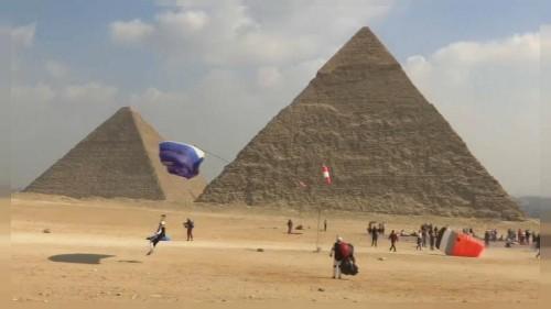 Ägypten: Mit Gleitschirmen über die Pyramiden von Gizeh