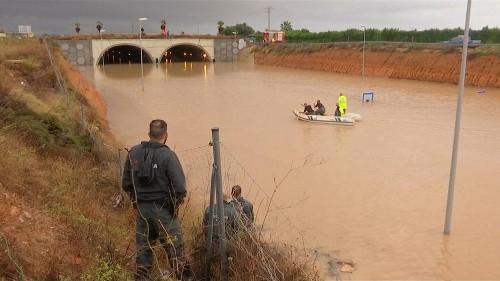 شاهد: استمرار عمليات إنقاذ ضحايا الفيضانات في إسبانيا