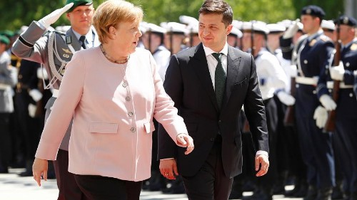 Sorge um Merkel (64): Kanzlerin beginnt plötzlich zu zittern