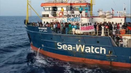 Sea Watch: ancora a largo mentre la Finanza notifica il decreto bis