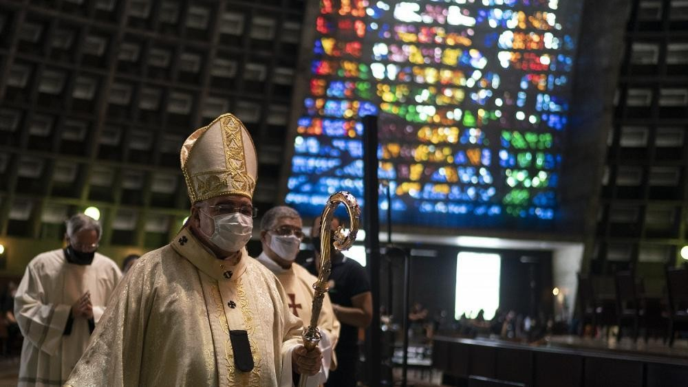 Catholics attend first mass in Rio since virus lockdown