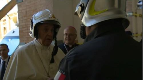 """Il Papa ai terremotati di Camerino: """"Son vicino a voi"""""""