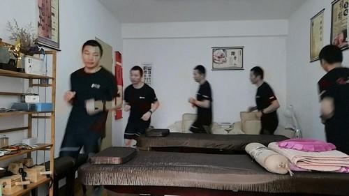 Wegen Covid-19-Quarantäne: Chinese läuft Marathon in seiner Wohnung