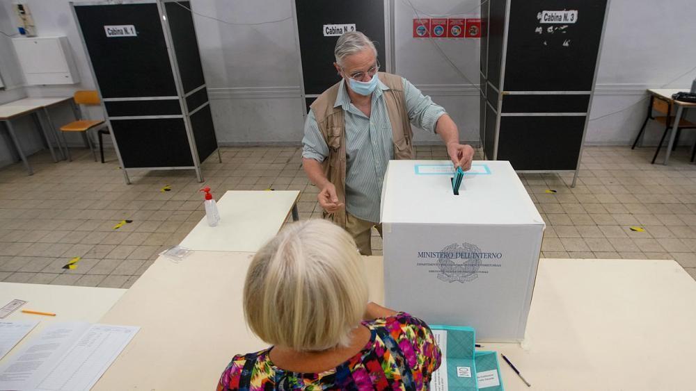 Italie : victoire du oui au référendum sur la réduction des parlementaires (sondage sortie d'urnes)
