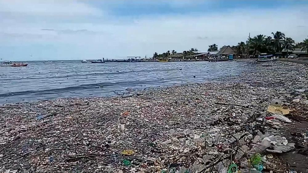 Wave of rubbish washes up on normally pristine Honduras beach