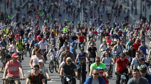 Moscow bicycle festival brings out 40,000 cyclists