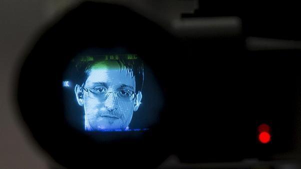 Sollte Deutschland Edward Snowden (36) aufnehmen? Wer sagt was...