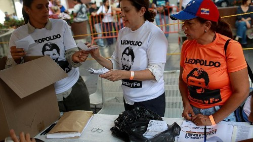 Pelo menos um morto em tiroteio durante referendo que desafia Maduro