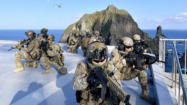 Güney Kore'den ihtilaflı adalarda askeri tatbikat