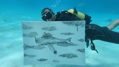 Cuban artist creates drawings underwater