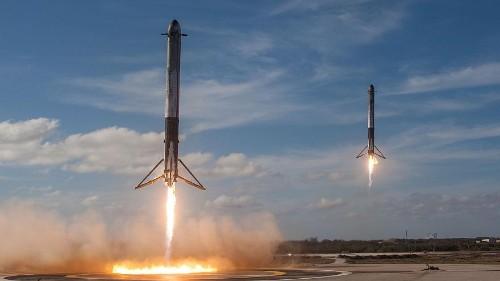 Space Falcon: il lancio del razzo con auto elettrica a bordo
