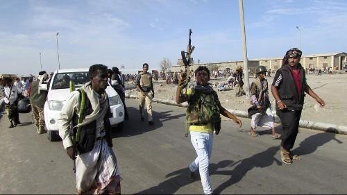 Yemen president flees palace as fighting erupts in Aden